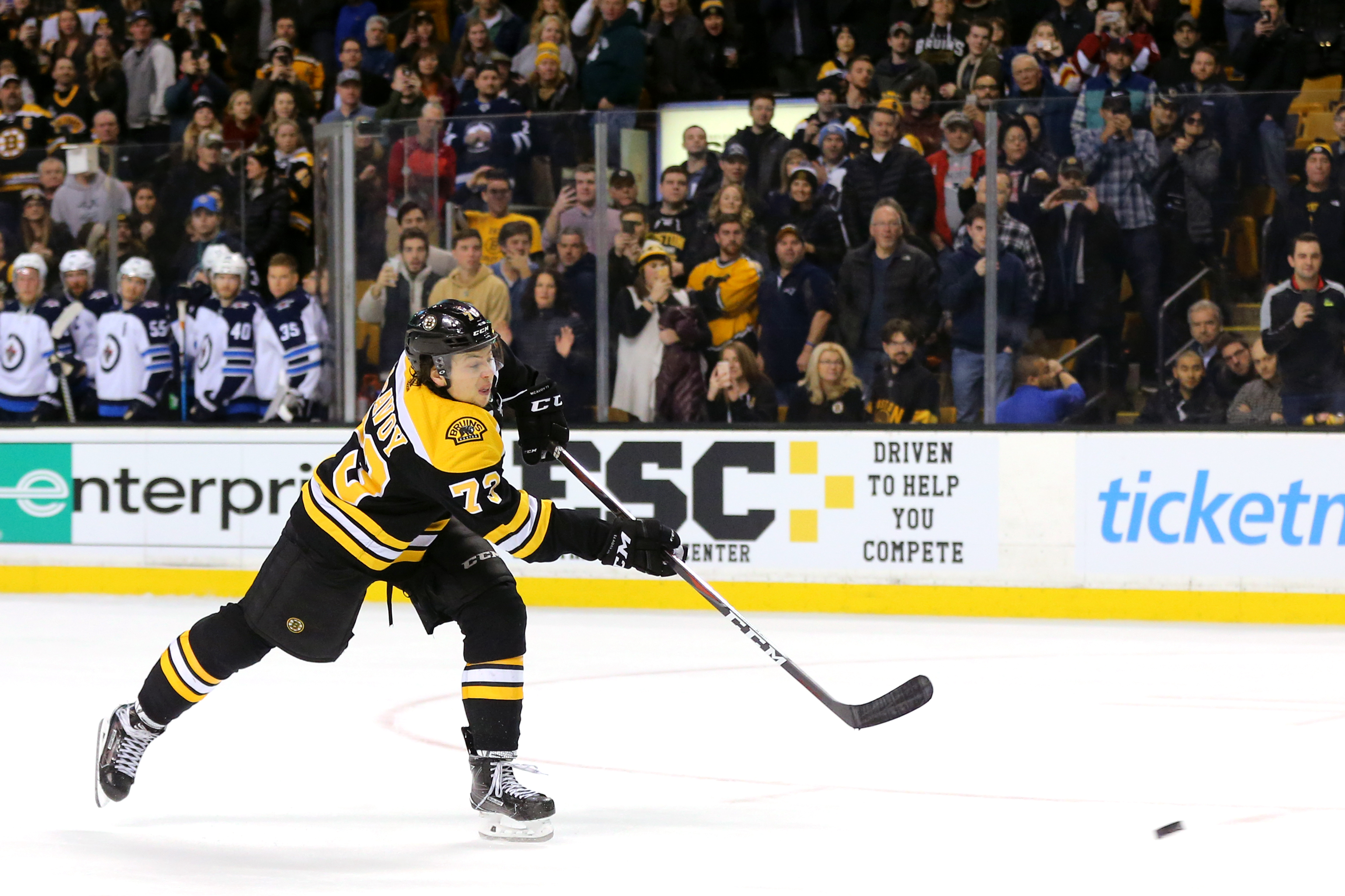Hot Bruins defeat Red Wings