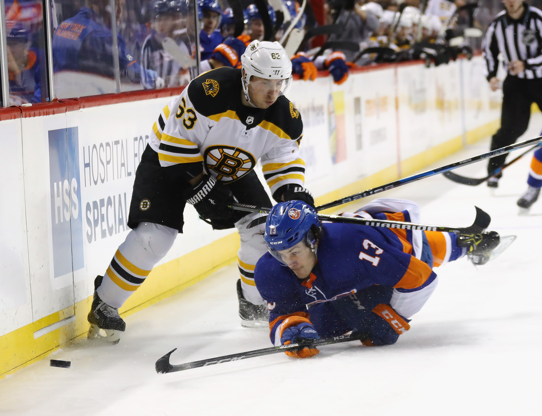 Bergeron scores three goals as Bruins extend points streak to 15