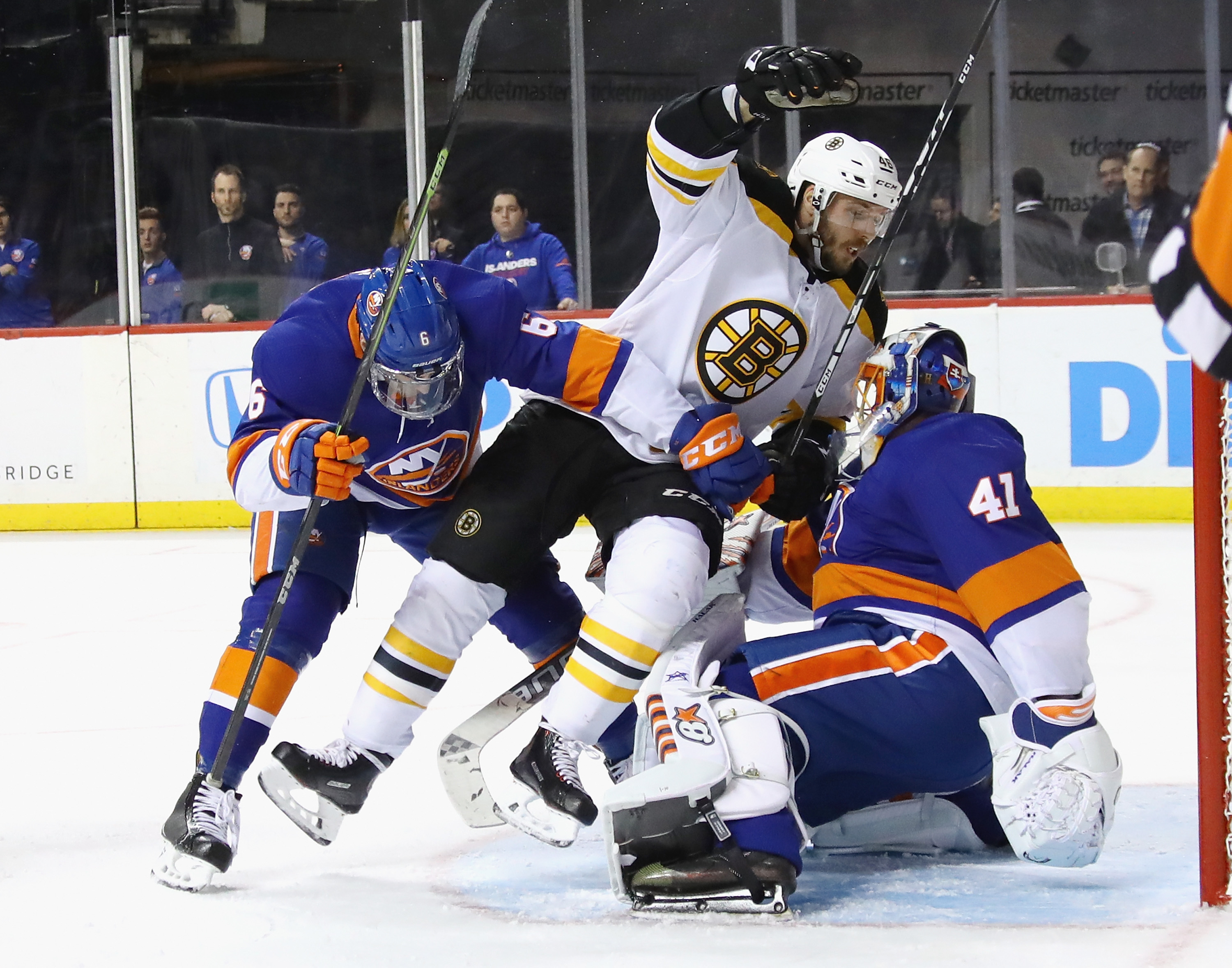 Bergeron's second hat trick of 2018 leads Bruins in rout of Islanders
