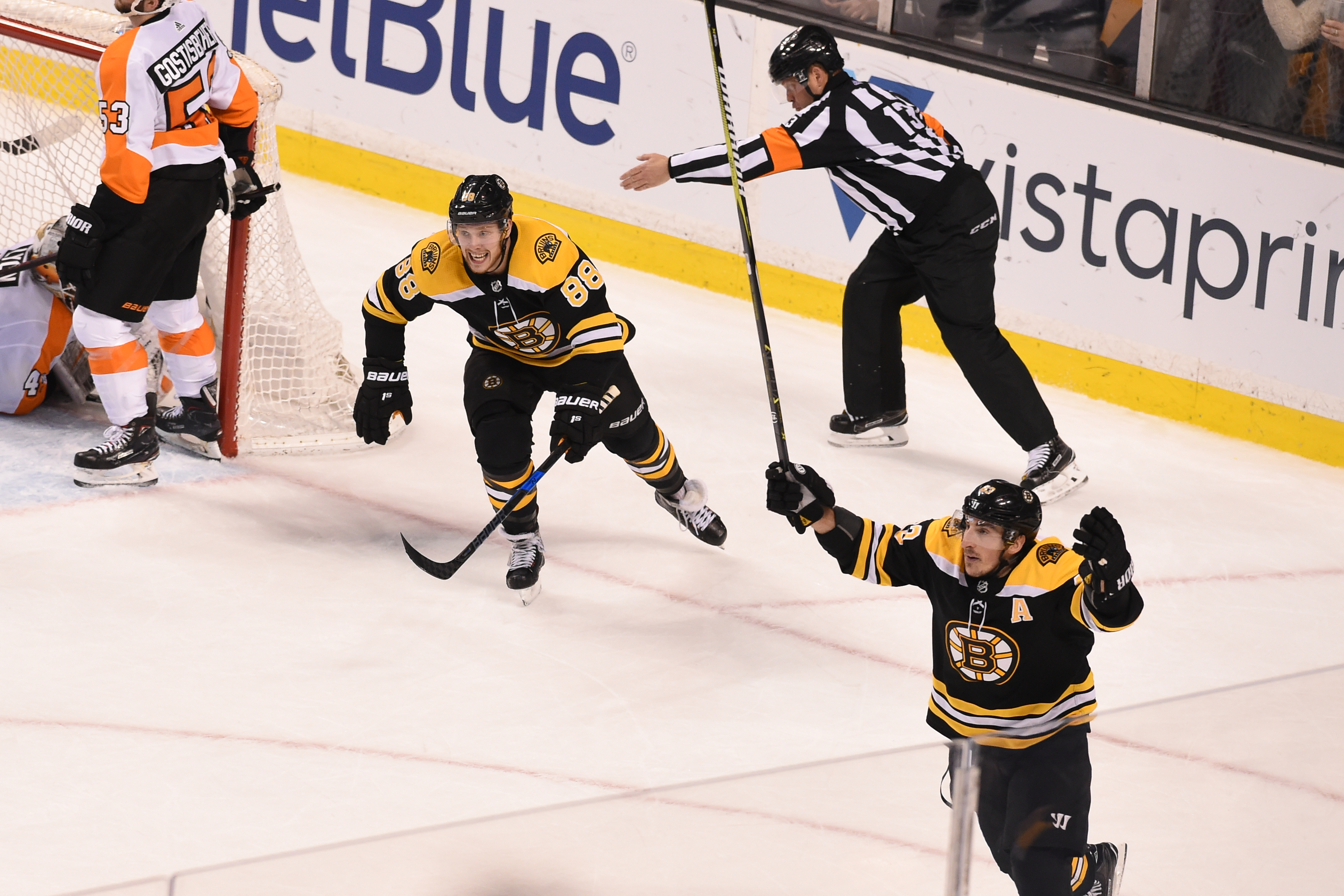 Bruins' six-game win streak snapped in 3-1 loss at Chicago